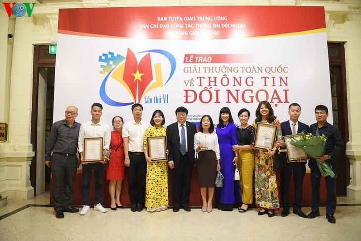 VOV enjoys big wins at National External Information Service Awards - ảnh 10