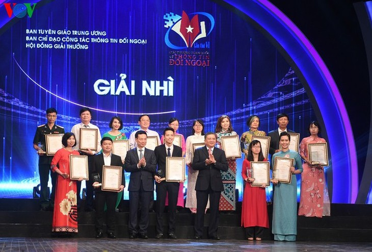 VOV enjoys big wins at National External Information Service Awards - ảnh 6