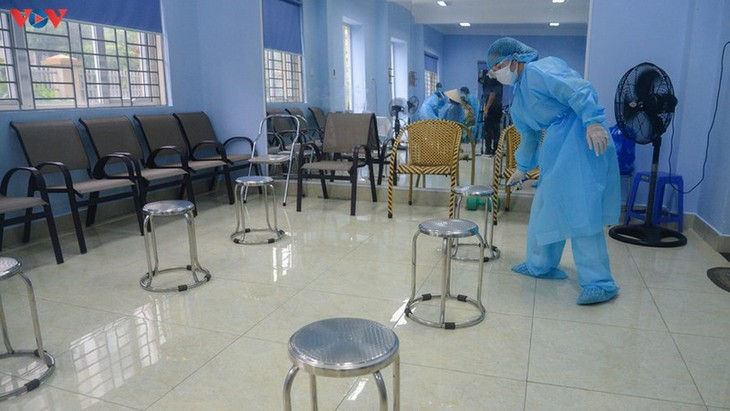 Residents in Quang Ninh border province take quick COVID-19 tests - ảnh 10