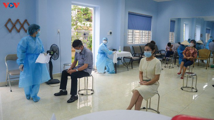 Residents in Quang Ninh border province take quick COVID-19 tests - ảnh 2