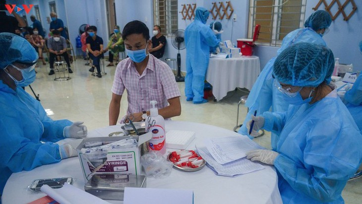 Residents in Quang Ninh border province take quick COVID-19 tests - ảnh 4