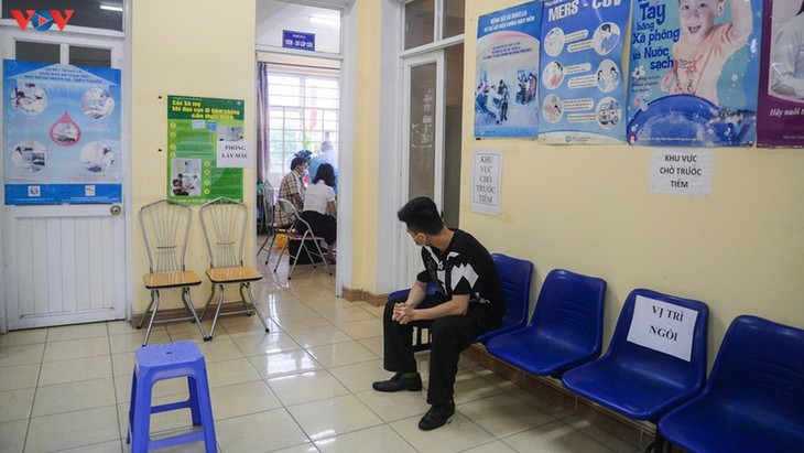 Residents in Quang Ninh border province take quick COVID-19 tests - ảnh 7