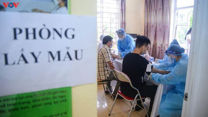 Residents in Quang Ninh border province take quick COVID-19 tests - ảnh 8