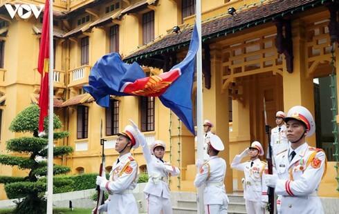 Vietnam hosts ASEAN flag-hoisting ceremony - ảnh 1