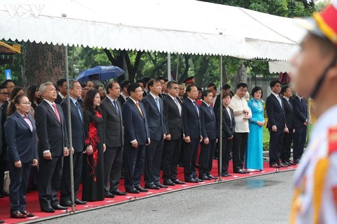 Vietnam hosts ASEAN flag-hoisting ceremony - ảnh 3