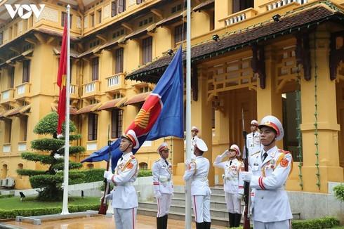 Vietnam hosts ASEAN flag-hoisting ceremony - ảnh 4