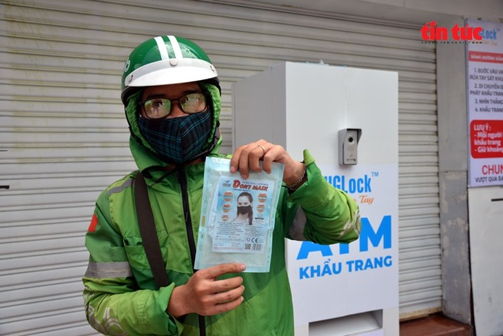 """Free """"face mask ATM"""" comes into operation in HCM City - ảnh 5"""