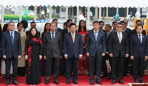 Vietnam hosts ASEAN flag-hoisting ceremony - ảnh 7