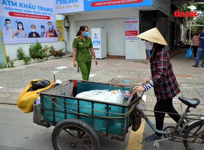 """Free """"face mask ATM"""" comes into operation in HCM City - ảnh 9"""