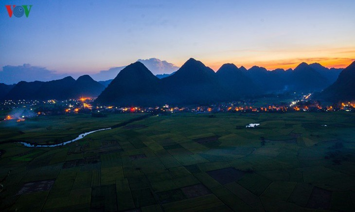Bac Son rice fields turn yellow amid harvest season - ảnh 10