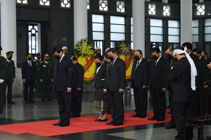 Delegations pay homage to former Party leader Le Kha Phieu - ảnh 17