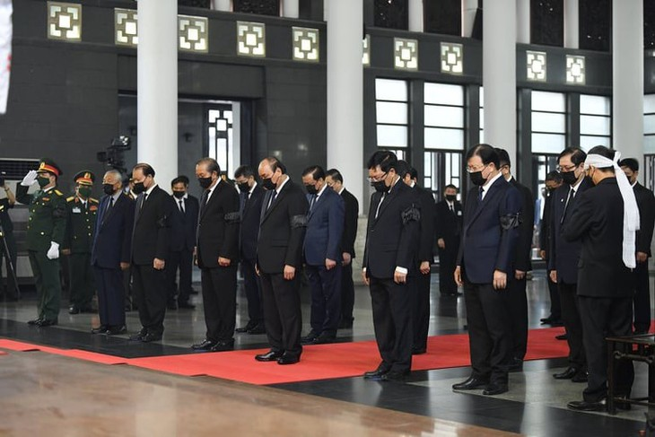 Delegations pay homage to former Party leader Le Kha Phieu - ảnh 3