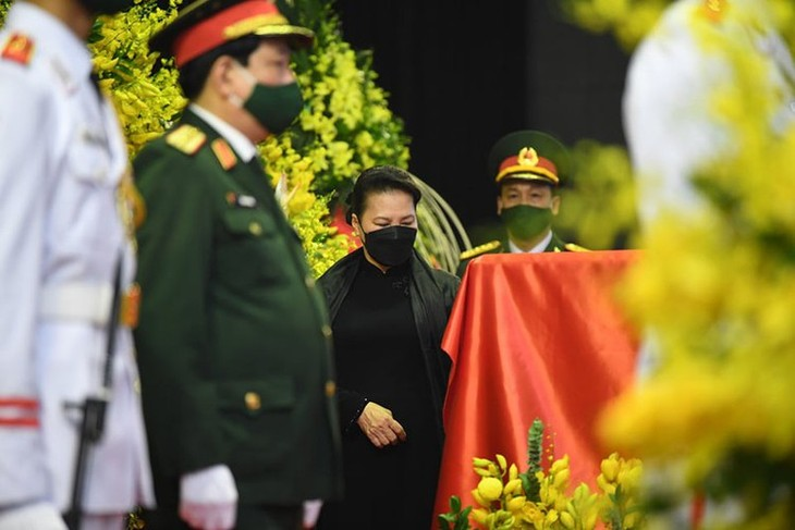 Delegations pay homage to former Party leader Le Kha Phieu - ảnh 5