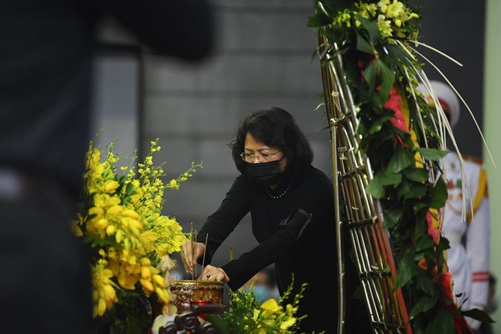 Delegations pay homage to former Party leader Le Kha Phieu - ảnh 7