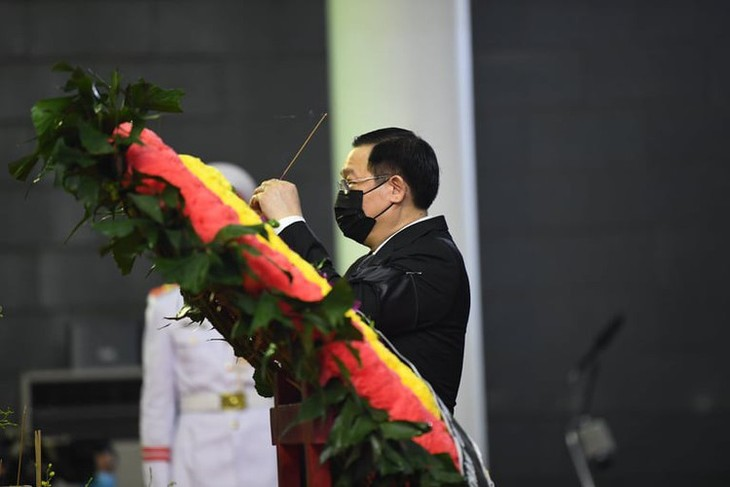 Delegations pay homage to former Party leader Le Kha Phieu - ảnh 9
