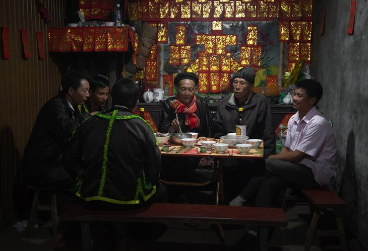 Late night weddings a Dao community staple - ảnh 10
