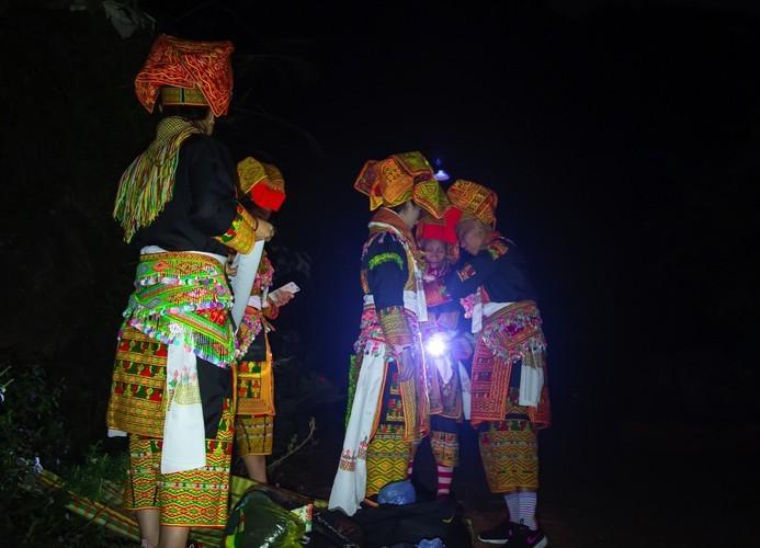 Late night weddings a Dao community staple - ảnh 5