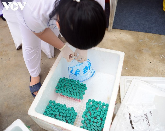 Hanoi continues to conduct RT-PCR tests for returnees from Da Nang - ảnh 14