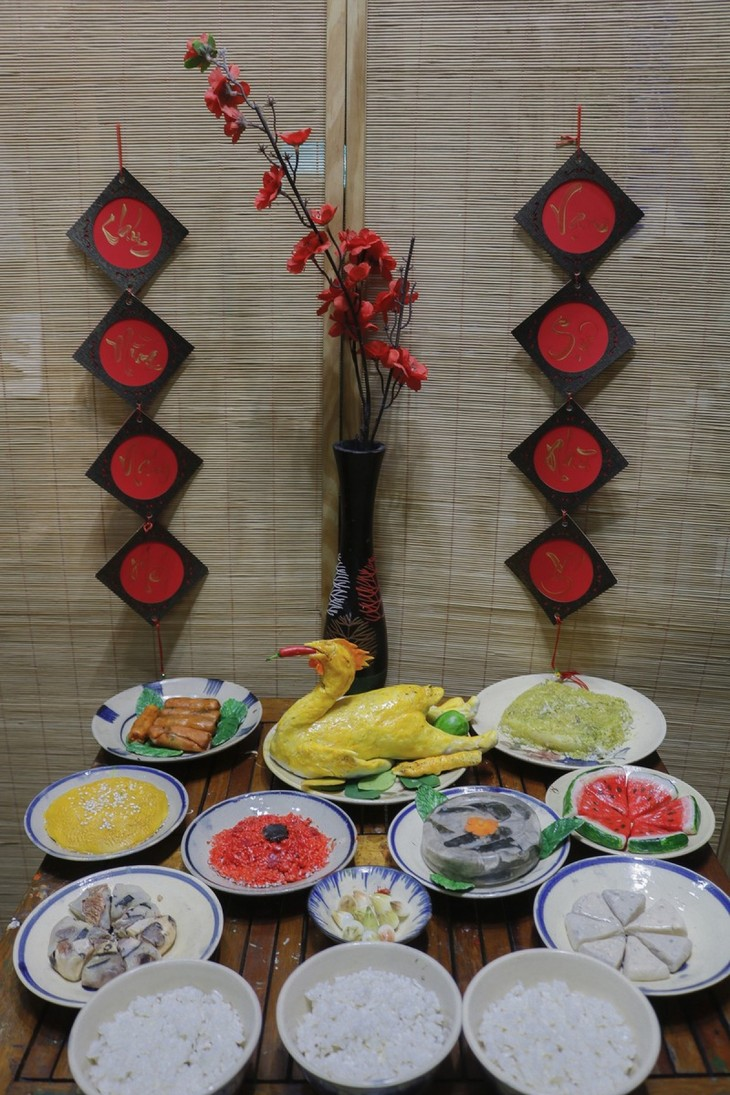 Unique Tet trays showcase national delicacies made from clay - ảnh 2