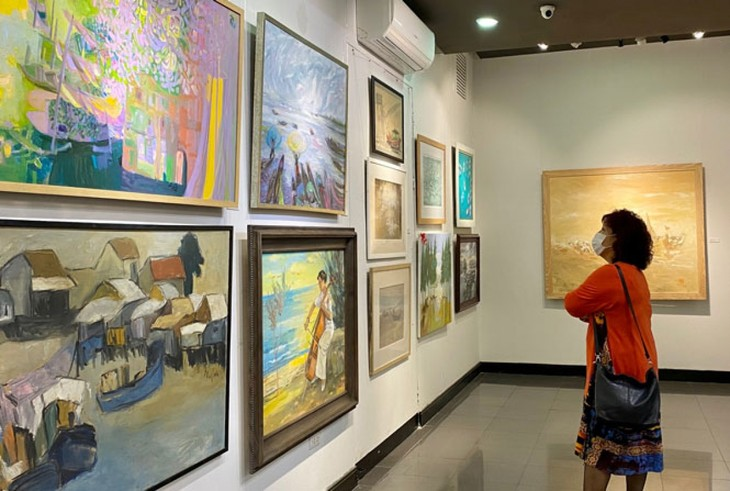 Painting exhibition celebrates upcoming International Women's Day - ảnh 1