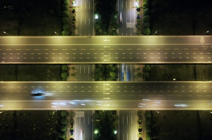 Hà Nội trong đêm giãn cách xã hội - ảnh 17