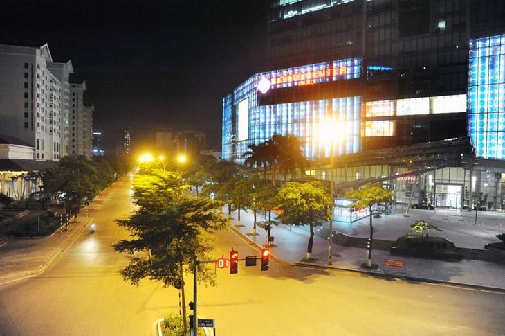 Hà Nội trong đêm giãn cách xã hội - ảnh 9