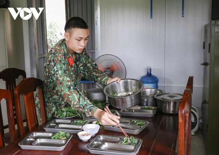 Biên phòng Điện Biên vừa chống dịch vừa giữ vững biên cương - ảnh 12