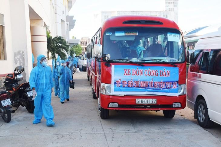 Những chuyến xe nghĩa tình đưa người dân Phú Yên từ TP HCM về quê - ảnh 14