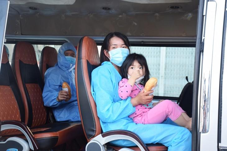 Những chuyến xe nghĩa tình đưa người dân Phú Yên từ TP HCM về quê - ảnh 15