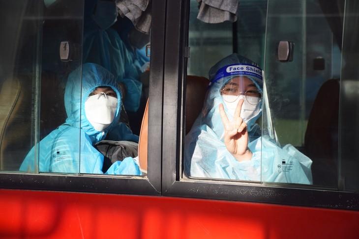 Những chuyến xe nghĩa tình đưa người dân Phú Yên từ TP HCM về quê - ảnh 16