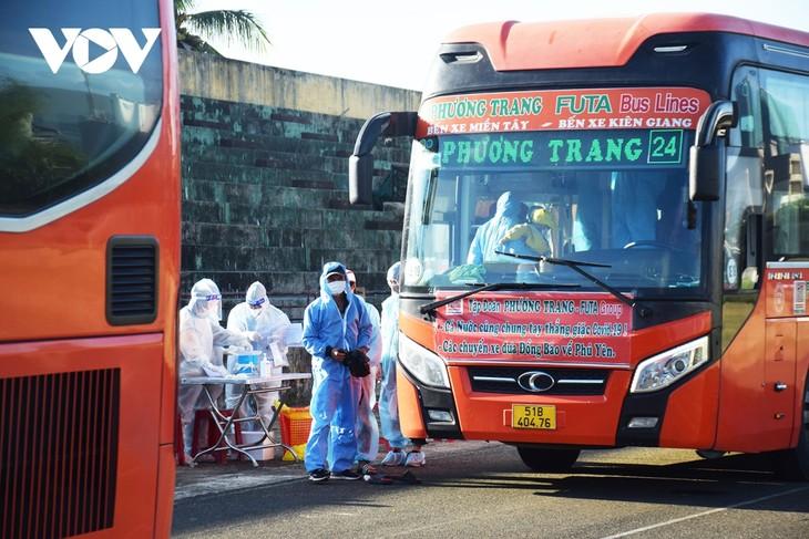 Những chuyến xe nghĩa tình đưa người dân Phú Yên từ TP HCM về quê - ảnh 3