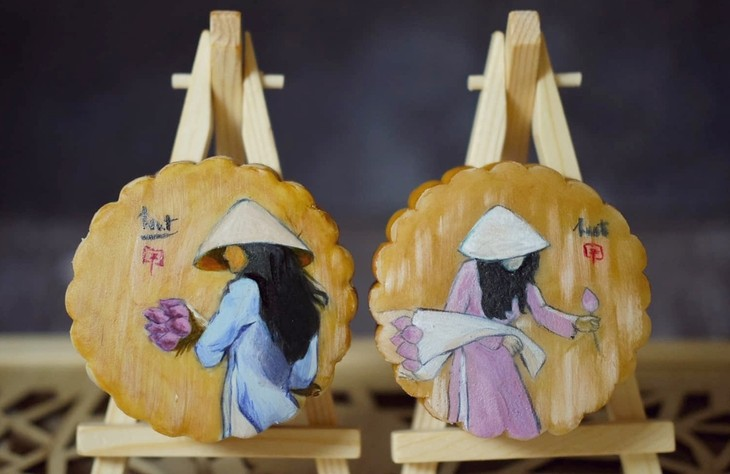 Unique moon cakes hit market ahead of Full Moon Festival - ảnh 3