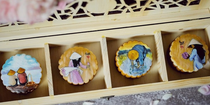 Unique moon cakes hit market ahead of Full Moon Festival - ảnh 6