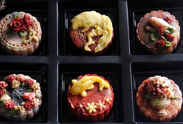 Unique moon cakes hit market ahead of Full Moon Festival - ảnh 7
