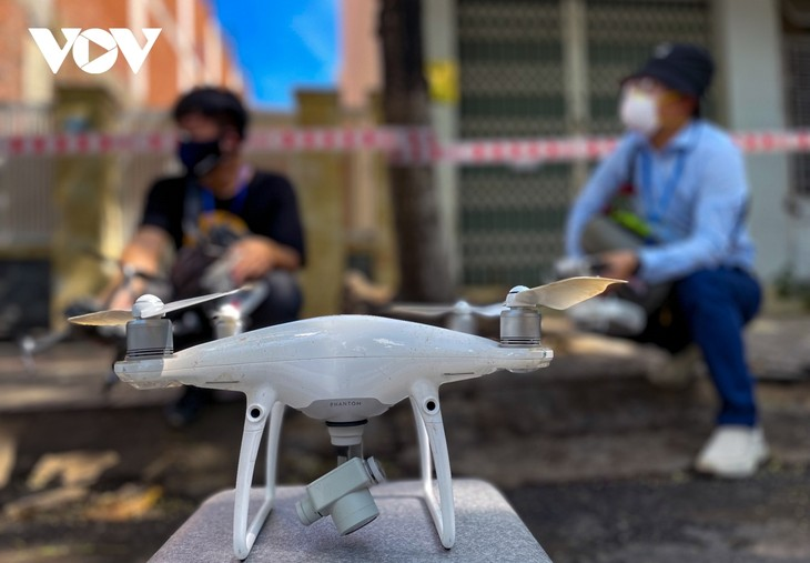 """Da Nang pilots to use drones to monitor people to """"stay where they are"""" - ảnh 10"""