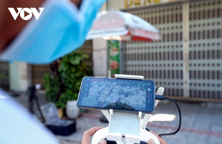 """Da Nang pilots to use drones to monitor people to """"stay where they are"""" - ảnh 13"""