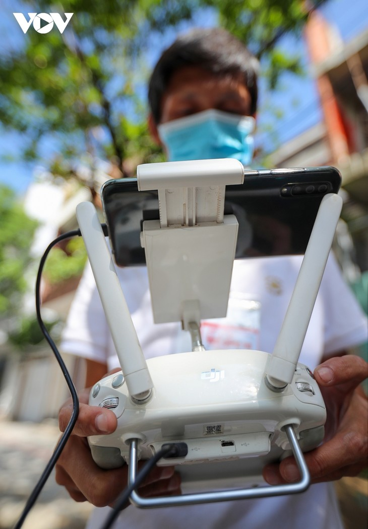 """Da Nang pilots to use drones to monitor people to """"stay where they are"""" - ảnh 4"""