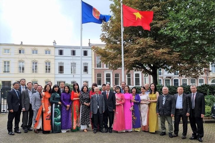 Kỷ niệm Quốc khánh và họp Ban chấp hành lâm thời Hội người Việt Nam tại Hà Lan - ảnh 1