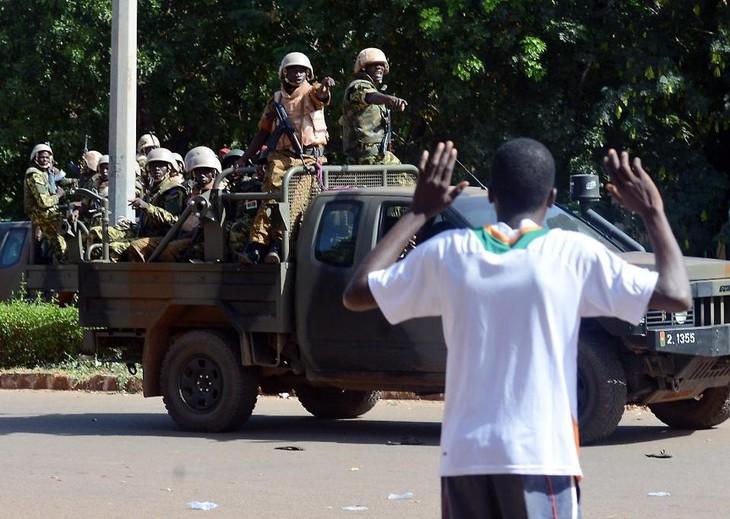 Burkina Faso's army takes control of national TV - ảnh 1