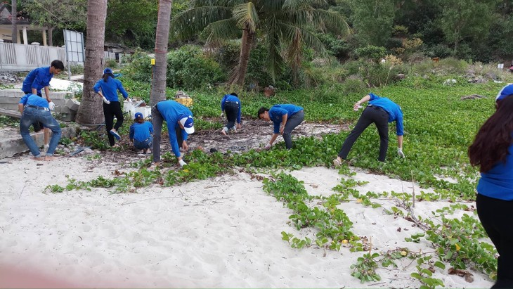 Young people in Mekong Delta join sea and island protection movements - ảnh 2