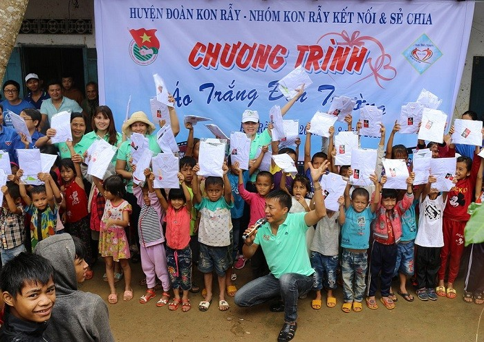 Central Highlands teacher sets example of good deeds for students - ảnh 1