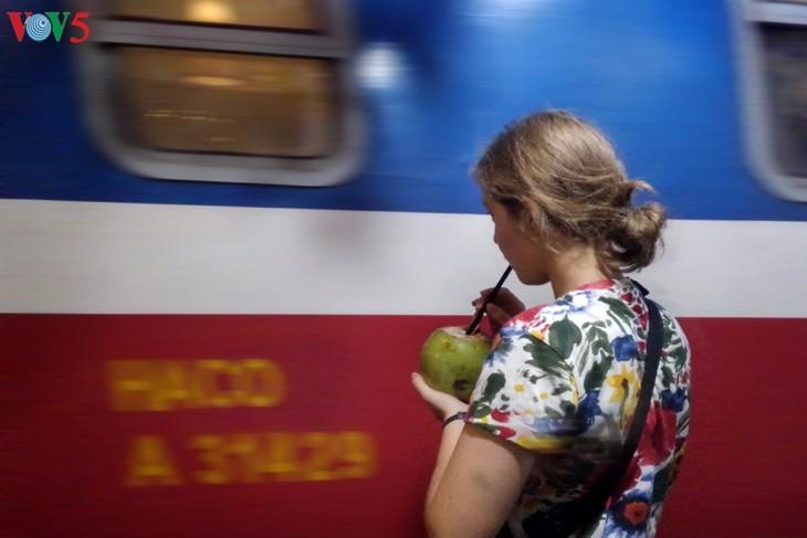 Unique railway café in Hanoi - ảnh 16
