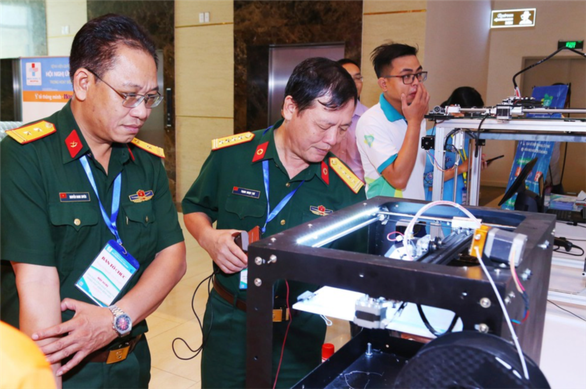 Robots disinfect rooms in Ho Chi Minh City  - ảnh 1
