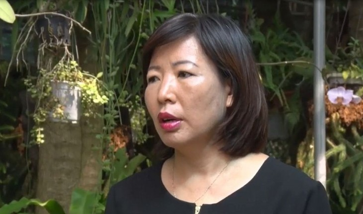 Female scientist devoted to medicinal herbs  - ảnh 1