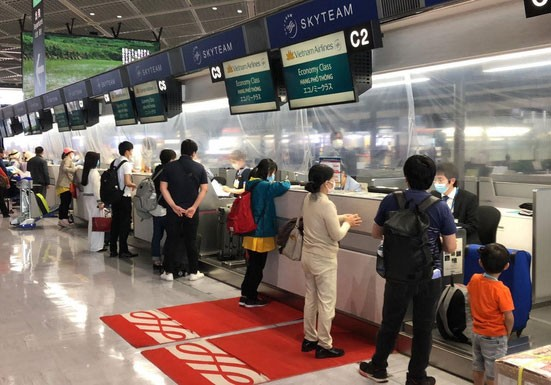 350 Vietnamese citizens brought home from Japan - ảnh 1