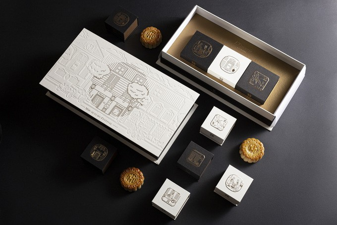 Moon cakes with new flavors ready for Full Moon Festival - ảnh 1