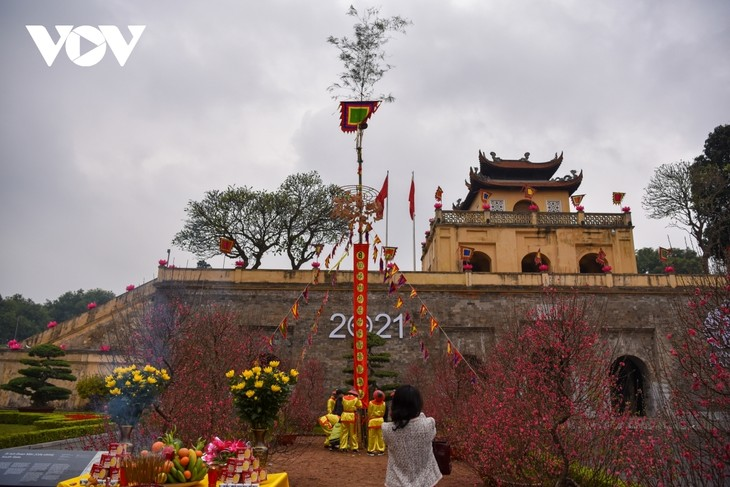 Thang Long relic site sees reenactment of traditional Tet rituals - ảnh 12