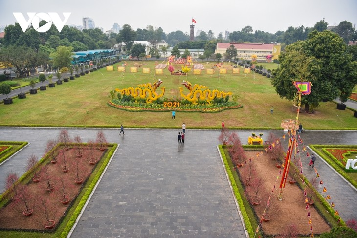 Thang Long relic site sees reenactment of traditional Tet rituals - ảnh 13