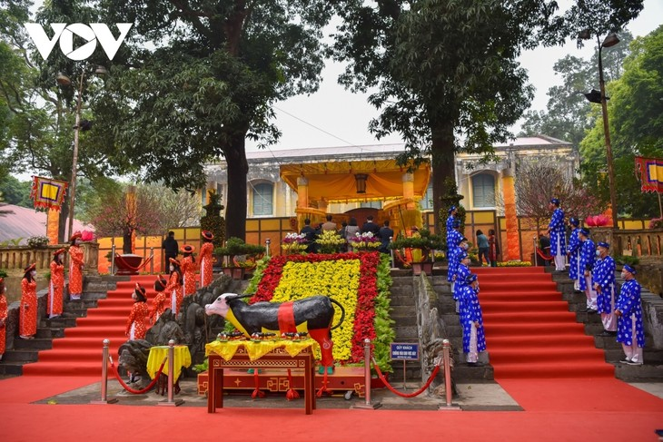 Thang Long relic site sees reenactment of traditional Tet rituals - ảnh 1