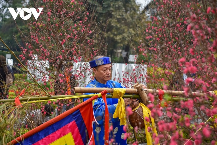 Thang Long relic site sees reenactment of traditional Tet rituals - ảnh 7
